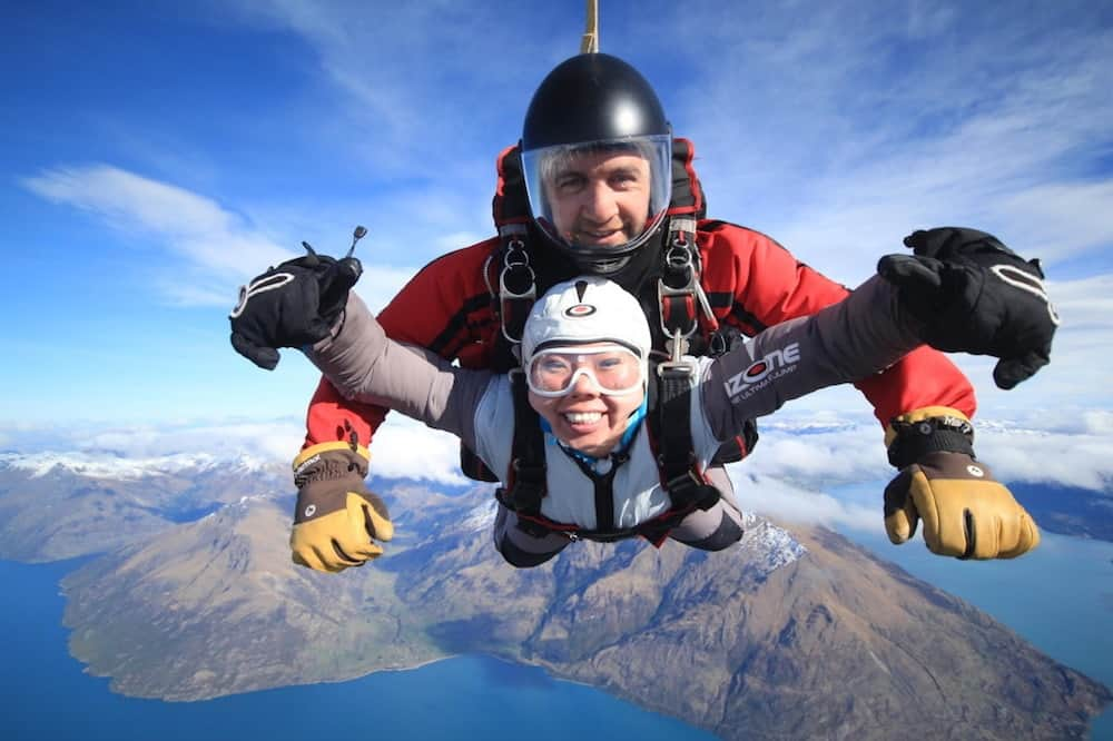 Chinese tourists like Skydiving in New Zealand