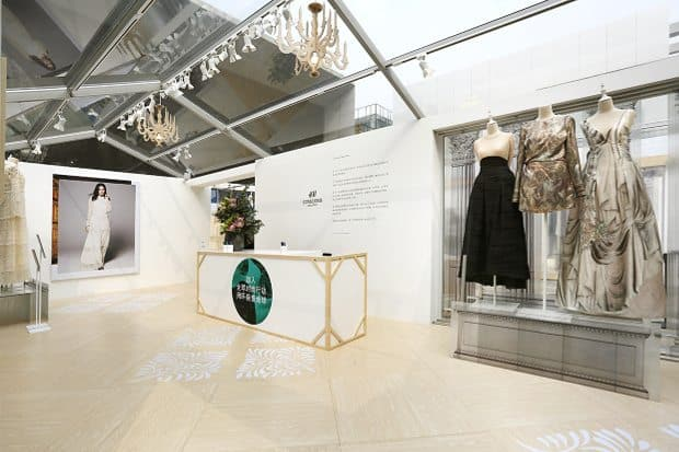"H&M created a Pop-Up event to showcase its ""conscious"" collection made of sustainable materials in Beijing's Taikoo Li Mall in 2016."